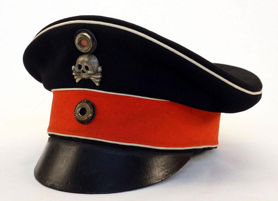 ff3668ba23a Superb Eigentumsstück (private purchase) Schirmmütze (visor cap) from  Braunschweigisches Husaren-Regt. Nr.17 for a Mannschaften (ORs) most likely  a NCO as ...